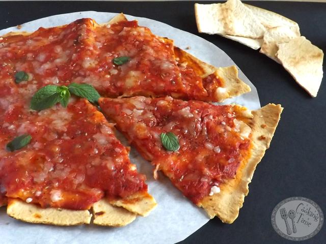 Pizza Birikkina al pomodoro e mozzarella